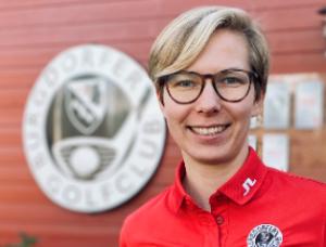 Anka Lindner an ihrer neuen Wirkungsstätte, dem Burgdorfer Golfclub